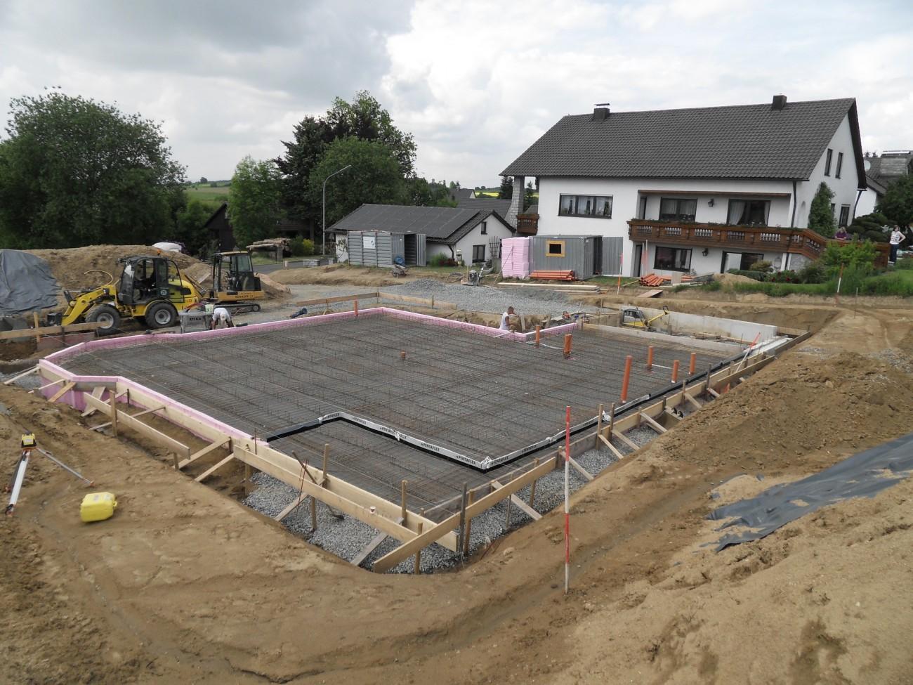 Bodenplatte mit Armierung für Wohnhaus mit Büro